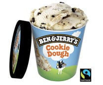 Tarrina de helado de vainilla con trozos de masa de galleta y chocolate BEN & JERRY'S Cookie dough 465 ml.